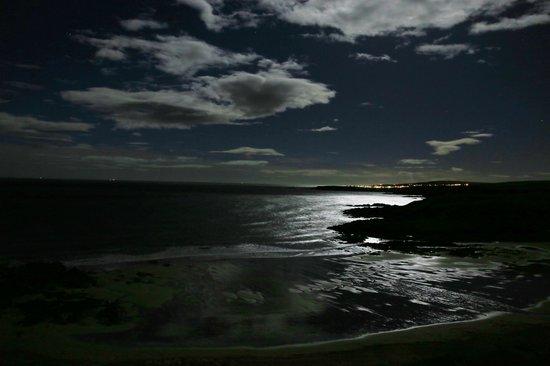 Dunlaverock Guesthouse: Moonlight Bay view