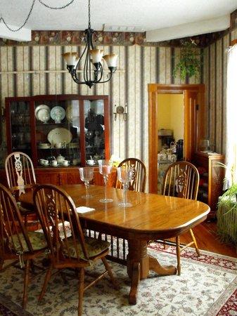 Wildflowers Inn: Secondary formal dining room