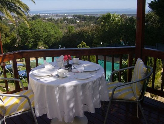 Huis Waveren: Bougainvillea suite patio with glorious views