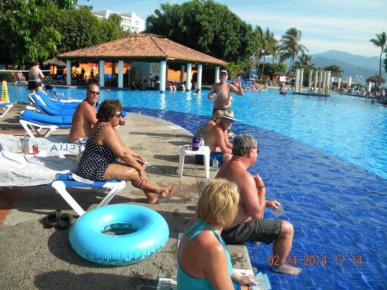 Meliá Puerto Vallarta All Inclusive: pool side at the Melia