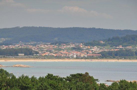 Hotel Torres Touriño: Playa, casco urbano y monte