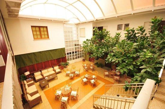 Hotel Torres Touriño: Patio cafeteria