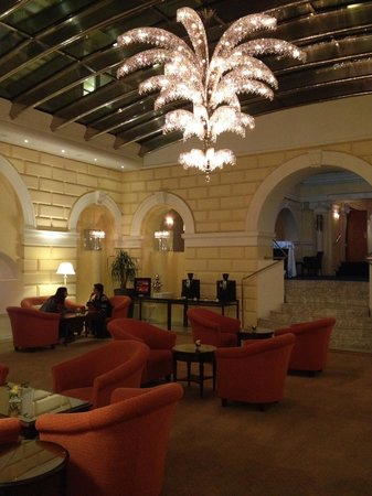 Hotel de France: One of the public rooms located near the primary lobby.