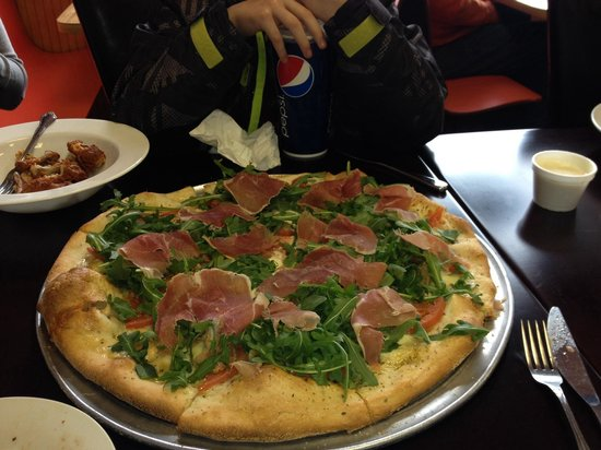 Momento's Pizza and Restaurant: Fabulous pizza