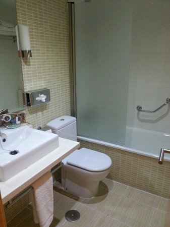 Royal Oasis Club at Pueblo Quinta: The shower