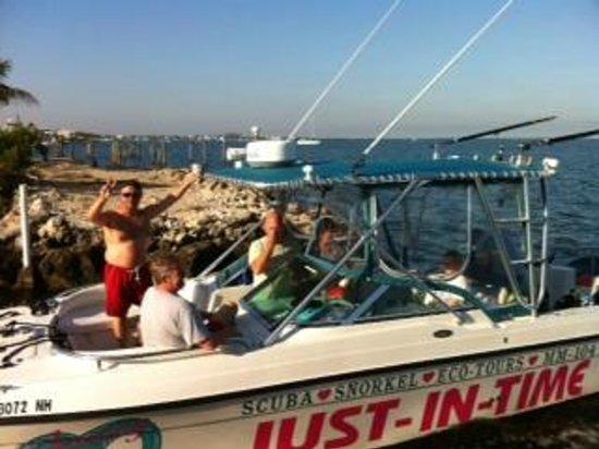 Amoray Dive Resort: Night dive part II.