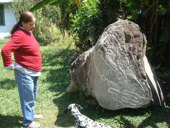 Sitio Barriles Museum: You have to see this rock. There are no words