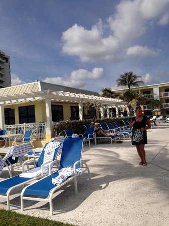 Delray Sands Resort on Highland Beach: Outside dining