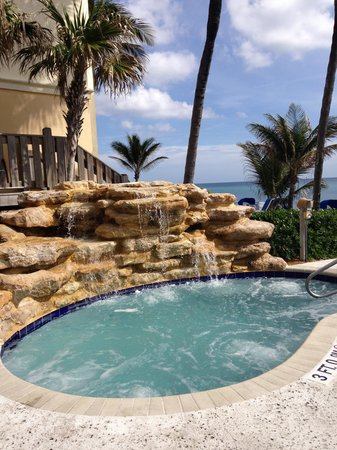 Delray Sands Resort on Highland Beach: Hot Tub