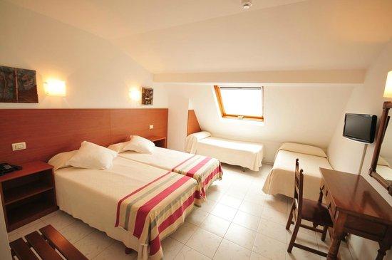Hotel Torres Touriño: Habitación cuádruple
