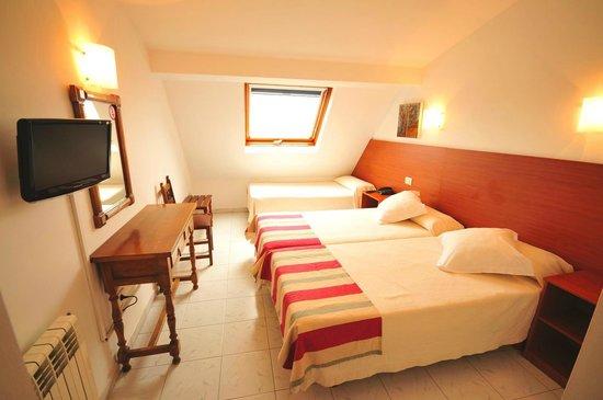 Hotel Torres Touriño: Habitación triple