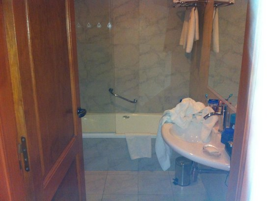Alma del Lago Suites & Spa: El baño hab superior vista lago