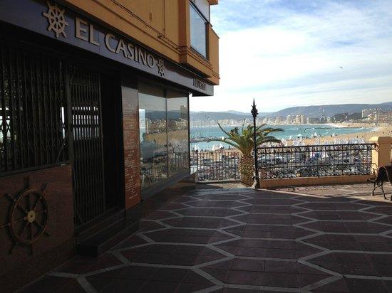 TAVERNA EL CASINO: fachada de la plaza