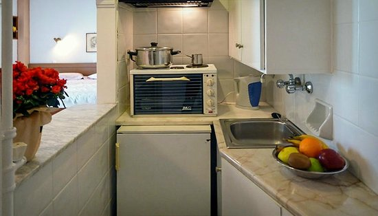 Zina Hotel Apartments : fully equipped kitchen