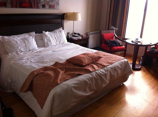 Alma del Lago Suites & Spa: La cama hab superior lago