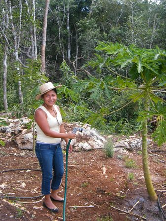 Quintana Roo National Park Campground & Hiking : Cecilia dans le potager