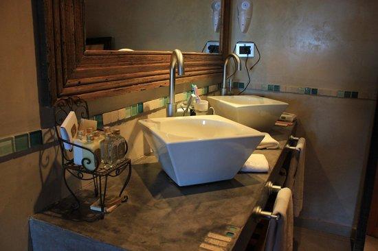 Lirolay Suites: Baño, una coqueteria!