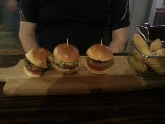 Alberrys: lovely mini burgers and wonderful chips!