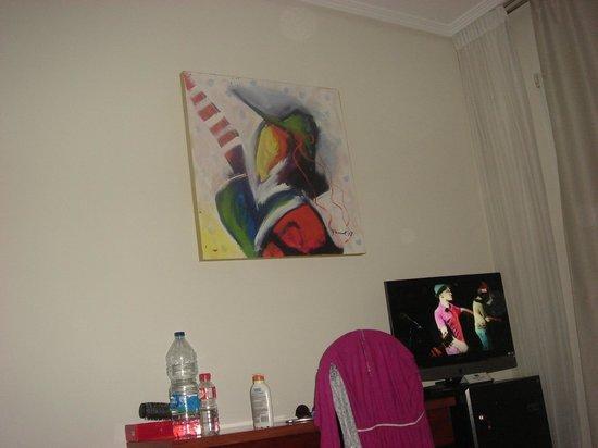 Regente Aragon : Картина в номере)