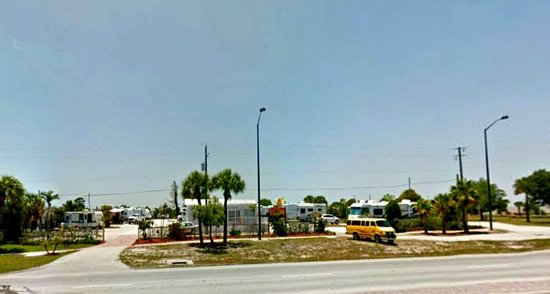 Fort Pierce KOA : View from highway