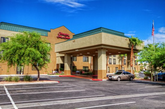 Hampton Inn and Suites Las Vegas - Henderson: Hotel Entrance and Guest Drop-Off Area