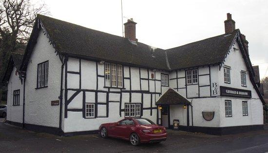 Erlestoke, UK: Wonderful 16th century village pub serving excellent food and real ales.