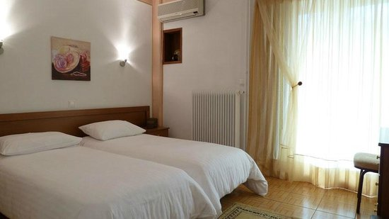 Zina Hotel Apartments: art business apartment
