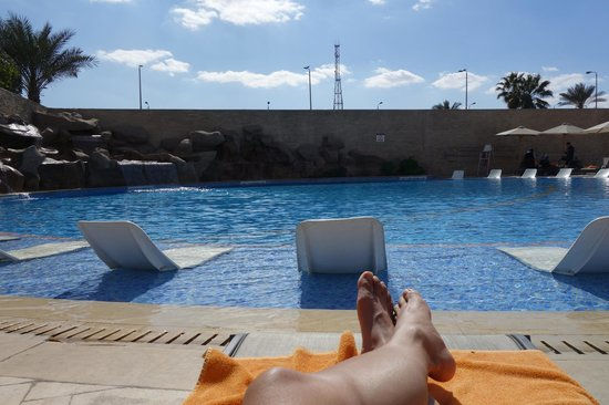 Le Meridien Pyramids Hotel & Spa: View of the back pool