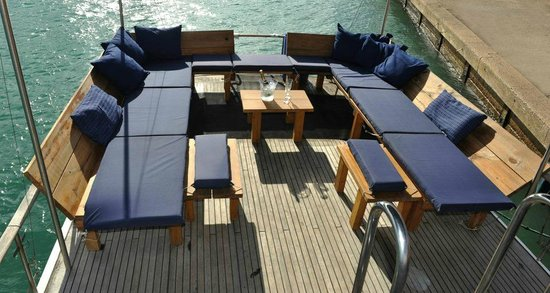 Strea Charters: Nice lounge area on the back deck (we have a sun roof here)