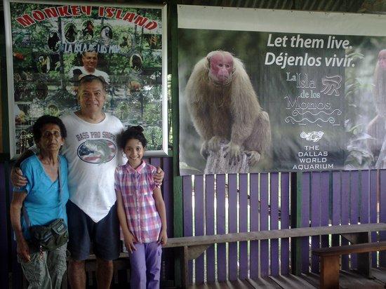 La Isla De Los Monos: Mi mamá y mi sobrinita