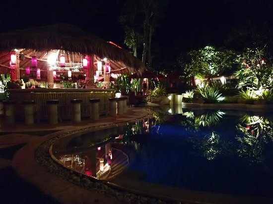 Rocky's Boutique Resort : Le soir