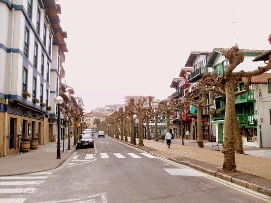 Hotel Jauregui : Calle del hotel; este a la izquierda
