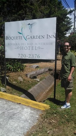 Boquete Garden Inn: sign from road