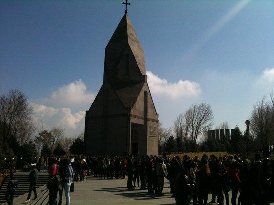 Yerablur: Chiesa