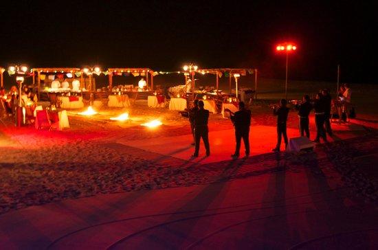 Las Ventanas al Paraiso, A Rosewood Resort: Guitarists by campfire near The Sea Grill
