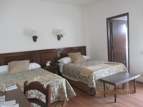 Hotel de Mendoza: Our two twin bedroom - spacious & comfortable!