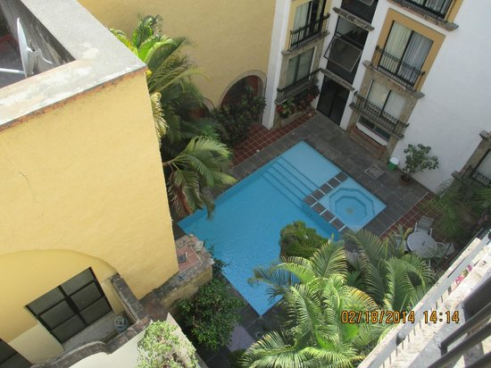 Hotel de Mendoza: Pool view from our balcony
