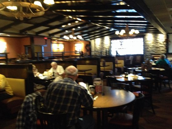 Longhorn Steakhouse: Main dining area