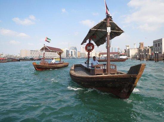 Bur Dubai Abra Dock : boat