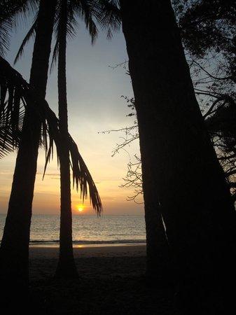 Isla Palenque: Amazing sunset at Los Rocas