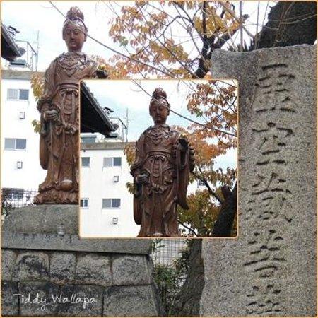 Nittai-ji Temple: The statue of goddess near the temple