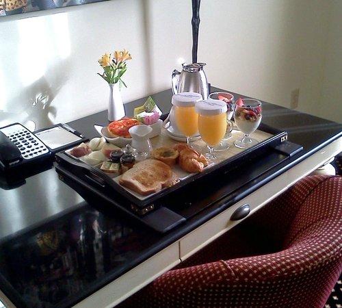 French Quarter Inn: breakfast in room