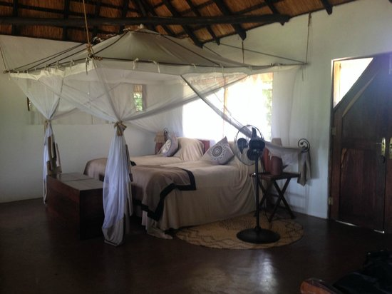 Kapani Lodge - Norman Carr Safaris: CHALET 2