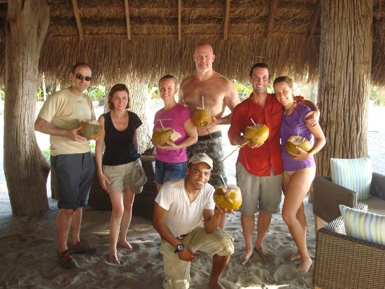 Isla Palenque: Rodolpho gathered us all fresh coconuts!