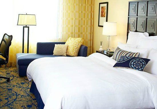 Renaissance Fort Lauderdale Cruise Port Hotel: Bedroom with King
