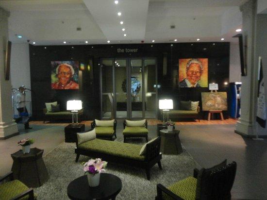 Mandela Rhodes Place Hotel: Lounge/recepção