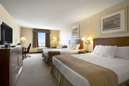 Days Inn - Moose Jaw: Suite with 2 queen beds with sofa bed