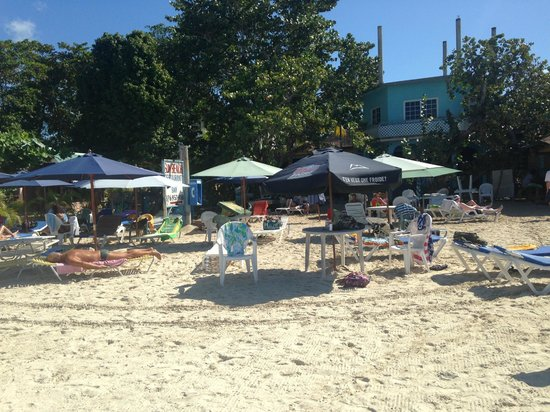 Rayon Hotel: Sun Beach across the street