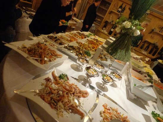 Hotel Grifone: Extensive, delicious buffet