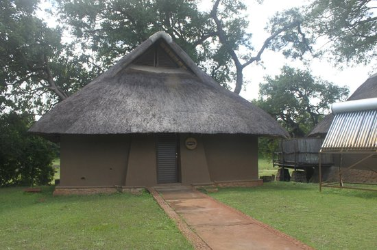 Mfuwe Lodge - The Bushcamp Company: Rhino Chalet